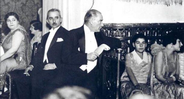 İşte Halay Başı Atatürk! - 19 Mayıs 2017 11:27