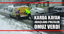 Dilovasın'da Karda kayan araçlara polisler omuz verdi
