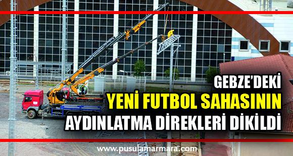 Gebze'deki yeni futbol sahasının aydınlatma direkleri dikildi